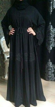 Lovely bg abaya The one you have to buy Burqa Designs, Abaya Mode, New Yorker Mode, Modern Abaya, Hijab Style Tutorial, Bohemian Mode, Muslim Women Fashion, Fashion Clothes, Fashion Outfits