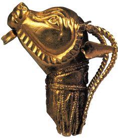 Orecchino d'oro a forma di testa d'ariete (Gerusalemme Israel Museum)