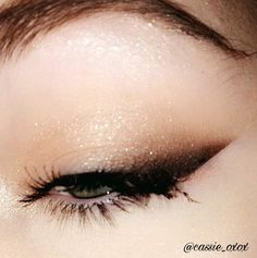 Smoked out winged eyeliner using The Balm Meet Matte-Trimony palette