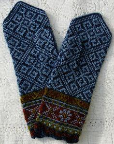 Ravelry: sweatergoddess' Latvian Mittens - Smoke Blue Elkhorn - really beautiful!