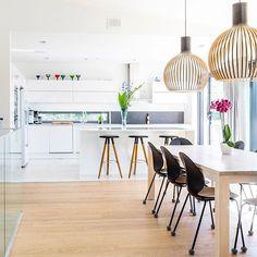 Lammi-Kivitalo -kodin avoin keittiö ja ruokailutila #keittiö #ruokailutila #valoisa #avara #valkoista #puuta #lammikivitalo #lammikivitalot #arkkitehtuuri #architecture #koti #omakotitalo Future House, Koti, Kitchen, House Ideas, Furniture, Home Decor, Cooking, Decoration Home, Room Decor