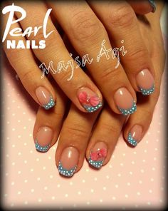 Lovely bow with polka dots. :-) From our trainer Ági Majsa.  For more pictures visit our Pinterest side: https://hu.pinterest.com/pearlnails