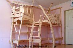 Игровое пространство. Деревянный игровой комплекс для детской комнаты. Деревянная конструкция в виде дома, корабля, кровати и т.д. с приспособлениями для лазания и игры. Для детей от 4 до 8 лет.  Проектируется по месту и по желанию заказчика. На фото изображен дом-скворечник для вальдорфского…