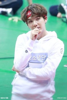 yoongi + headband = lakdhsjwjebahajxkckjajqw