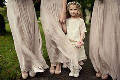 Crianças no casamento. #casamento #meninadasalianças #vestido #coroadeflores