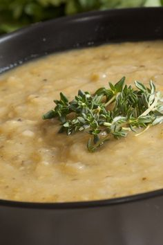 Weight Watchers Cauliflower and/or Broccoli Soup Recipe with carrot, onion, oregano, basil, and chicken bouillon. 0 WW Freestyle Points and 2 Smart Points. 15 minute prep time and ready in 35 minutes. A great winter dinner. Plats Weight Watchers, Weight Watchers Soup, Ww Recipes, Cooking Recipes, Healthy Recipes, Healthy Foods, Slimming World, Healthy Soup, Healthy Eating