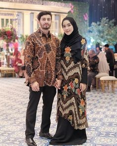 Who is not familiar with batik outfit? This outfit is a cultural and characteristic symbol in Asia especially in Indonesia. At first appearance batik was only Kebaya Hijab, Batik Kebaya, Kebaya Dress, Dress Pesta, Kebaya Muslim, Muslim Dress, Hijab Dress, Blouse Batik, Batik Dress
