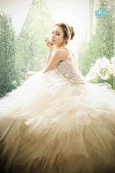 Your dream wedding dress inspiration   Project by IDO-WEDDING KOREA http://www.bridestory.com/ido-wedding-korea/projects/no-18-korean-pre-wedding-photography
