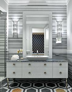Ванная. Мебель под раковину и зеркало, Milldue. Бра, Barovier &Toso.