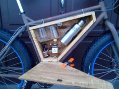 DIY Custom minibar for bike Mini Bars, Bicycle Bar, Bicycle Storage, Small Hinges, Bike Trailer, Café Bar, Touring Bike, Bike Style, In Vino Veritas