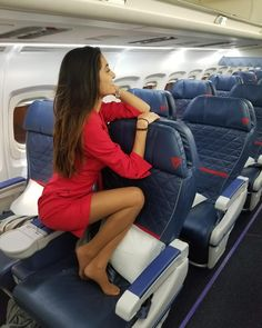 Where women love wearing pantyhose. Thousands of non-nude retouched photos of amateur women wearing pantyhose Pantyhose Outfits, Pantyhose Legs, Flight Attendant Life, Beautiful Legs, Simply Beautiful, Beautiful Women, Skin Tight, Looking For Women, Sexy Legs