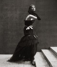 Photo by Richard Avedon. Model Suzy Parker, 1950s