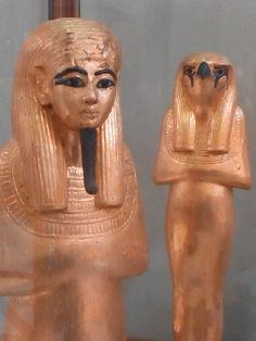 Estatuilla de Horus  (Museo del Cairo - Egipto)
