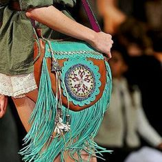 Bohemian Bags and Purses Look Hippie Chic, Look Boho, Gypsy Style, Hippie Style, Bohemian Style, Boho Chic, Ibiza Style, Mode Hippie, Hippie Bohemian