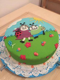 Tort cu fondant Bogyó és Babóca Fondant, Holidays And Events, Birthday Cakes, Desserts, Food, Tailgate Desserts, Deserts, Essen, Birthday Cake