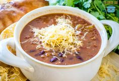 The Best Crock Pot Chili The Country Cook - This recipe for The Best Crock Pot Chili gets better as it cooks low and slow in the slow cooker. Ground beef, seasonings and tons of flavor! Roasted Potato Recipes, Roasted Potatoes, Slow Cooker Recipes, Crockpot Recipes, Chili Recipes, Soup Recipes, Stuffed Pepper Soup, Stuffed Peppers