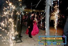 Pirotecnia de fuegos frios para pasarela, Show de luces al final y para coronar una Cascada de Luces con un banner sorpresa para la quinceañera!!!