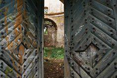 Miejsca opuszczone, zniszczone, zapomniane.
