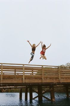 Taking the leap with your bff ♥ Best Friend Pictures, Bff Pictures, Friend Photos, Jumping Pictures, Friendship Pictures, Bff Pics, Style Pictures, Best Friend Fotos, Best Friend Photography