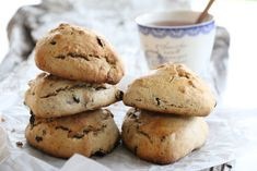 Scones med spelt Scones, Cookies, Baking, Eat, Desserts, Recipes, Drink, Food, Bread Making
