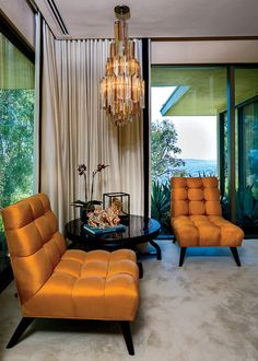 The master suite in Steven Meisel's Trousdale home, a 1963 Hawaiian modern featuring a pair of Billy Haines chairs. ph:Brian Thomas Jones
