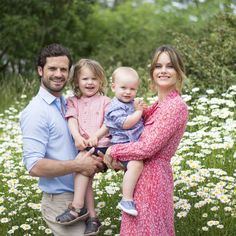 """Prince Carl Philip & Princess Sofia share an adorable photo of their children to mark summer! Prince Alexander yr old) Prince Gabriel yr old)"""