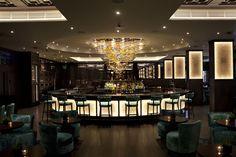 Hotel Radisson Edwardian Heathrow Bar, United Kingdom. #bar #lightingdesign #lighting #light #yellow