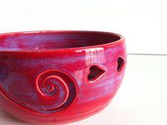 Tazón de cerámica amor rojo púrpura  hecho por por NewMoonStudio