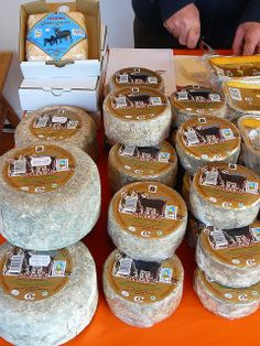 Mercado de Alimentación Ecológica (formatge de cabra) Barcelona Catalonia