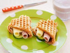 Grove vaffler Kilde: Opplysningskontoret for Meieriprodukter Lunch Recipes, Bread Recipes, Dinner Recipes, Cottage Cheese, Recipies, Dessert, Baking, Eat, Breakfast