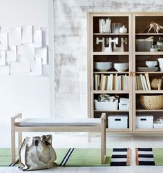 IKEA BJÖRKSNÄS vitrinskåp och bänk.