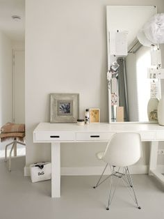 Scandinavian black and white home office look with monochrome interiors and key pieces; white office desk, peg board, mesh wire boar and cool desk accessories White Desk Office, White Desks, Office Lounge, Home Office Design, Office Decor, Monochrome Interior, Interior Design, Solid Wood Furniture, White Houses