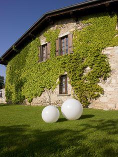 Relais Franciacorta - L'edifico originario è una cascina costruita nel 1670, in un antico brolo della famiglia Lana, di cui la struttura attuale conserva tutto il sapore. Immerso in un parco di 60.000 mq con vista panoramica sulla sponda meridionale del lago d'Iseo e sulle Alpi.