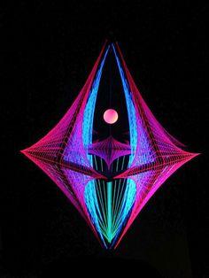 "3D String Art Deko Raute ""Night Out"" #blacklight #schwarzlicht #stringart #deco #fadendeko #deco #string #art #psy #deco"