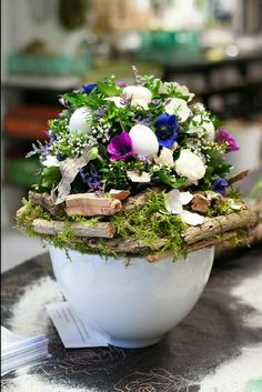 Flower arrangement with anemones and eggs - t-Meestershuus.nl