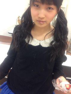 Twitter / MorningMusumeMg: 【広島,大阪/鞘師】 大阪あべのHoopでの握手会終了! 終わった後に楽屋でイチゴ大福を食べ、やっぱりここでも粉をまき散らす、安定のドジっ子。  #morningmusume14 / 鞘師里保