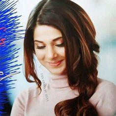 Jennifer Winget Beyhadh, Indian Tv Actress, Girl Pictures, Girl Pics, Cute Girl Pic, Jennifer Love, Beautiful Smile, Indian Beauty, Bollywood Actress