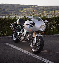 A Paul Smart Ducati Sport Classic spotted in Switzerland by @pc_cars. Thanks for…