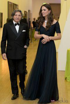 La Duquesa de Cambridge, de gala en la National Portrait Gallery de Londres