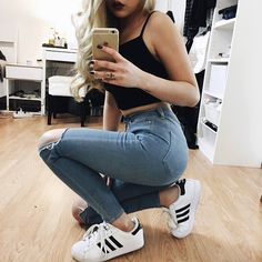 Sporty outfit. Teen fashion. Cute outfit. Highwaisted jeans. Cropped tank and Adidas.