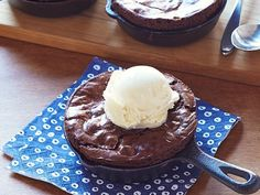 Skillet Brownies recipe from Ina Garten via Food Network. Or just use Handle the Heat's brownies cause yum! Köstliche Desserts, Delicious Desserts, Dessert Recipes, Yummy Food, Microwave Desserts, The Menu, Iron Skillet Recipes, Skillet Meals, Skillet Cooking