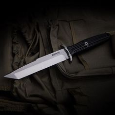 The still young tanto version of the classic Applegate turns the trusted dagger into a versatile field and tactical knife. This limited special run is characterised by scales made from dark ebony, which in combination with the two-tone blade creates an especially refined appeal. Strictly limited to 199 copies world-wide. Item no. #120643 #rex #applegate #tanto #boker #böker #fixedblade #fixedbladeknife #knife #knives #messer #knifecommunity #knifecollector #knifeaddict