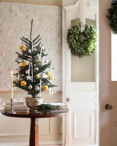 "JOSH YÖUNG on Instagram: ""Hello, December 🖤 . . . . . . . . . . . #holiday #holidaydecor #joshyoungdesignhouse #christmas #christmasdecor #classicdesign #design…"""