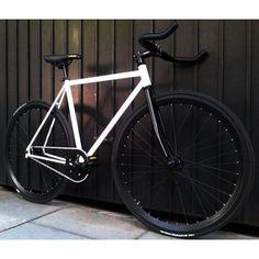 43 Trendy fixie bike custom fixed gear wheels Fixi Bike, Stunt Bike, Fixed Gear Bicycle, Velo Design, Bicycle Design, Bici Retro, Bici Fixed, Mountain Bike Helmets, Bicycle Painting