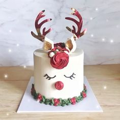 The Art Of Decorating Christmas Cake - Life ideas Christmas Cake Decorations, Christmas Sweets, Holiday Cakes, Christmas Goodies, Holiday Baking, Christmas Desserts, Christmas Baking, Holiday Treats, Reindeer Cakes
