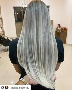 Cant get over this blend 🙌🏼🔥 - Cabello Rubio Honey Blonde Hair Color, Silver Blonde Hair, Blonde Hair Looks, Grey White Hair, Long Gray Hair, Balayage Blond, Silky Smooth Hair, Hair Color Techniques, Bleach Blonde