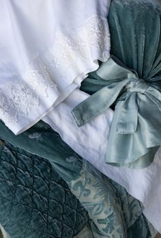 Bella Notte Linens - I'm in love with this color combination!