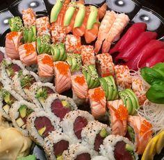 And Now I'm Hungry - sushimode: 😁👌 📸 via Ramen Comida, Sushi Comida, Sashimi, My Favorite Food, Favorite Recipes, Asian Recipes, Healthy Recipes, Healthy Food, Keto Recipes