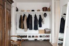 hall-inredning-tips-skonahem. Minimalism Interior, The Home Edit, Ikea Hall, Interior, Hallway Storage, Home Decor, Small Room Bedroom, Interior Inspo, Living Room Designs