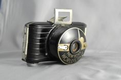 Bakelite 1939 NY World's Fair Kodak Camera Cute Camera, Retro Camera, Kodak Camera, Camera Gear, Film Camera, Antique Cameras, Vintage Cameras, Photography Camera, Pregnancy Photography
